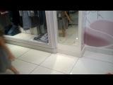Ксюша в магазине детской одежды